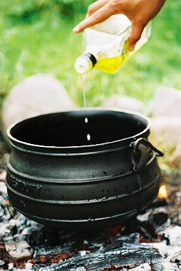 Curing your potjie for Fire pots south africa